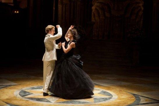 블론스키와 카레니나의 격정적인 춤