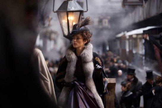 기차역에서의 안나 카레니나. 기차는 욕망을 상징한다.