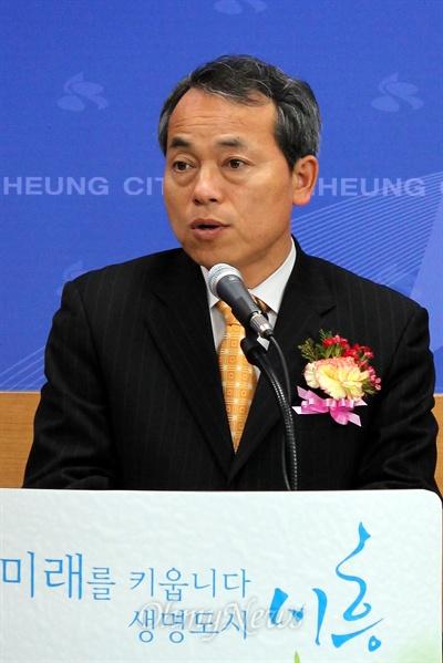 김윤식 시흥시장이 인사말을 하고 있다.