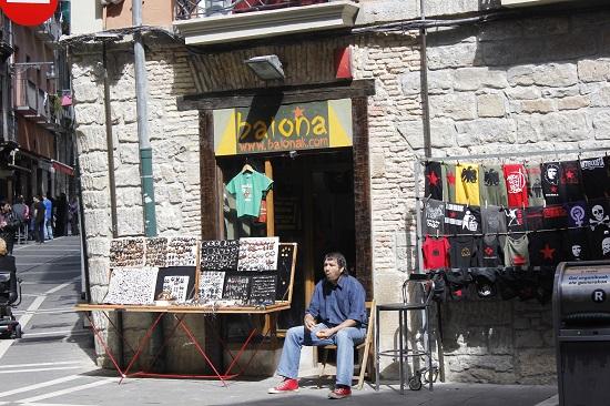 스페인 팜플로나 거리의 상인.