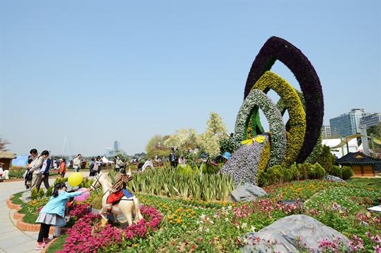 호수공원 일대에서 '2013 고양국제꽃박람회'가 열렸다.