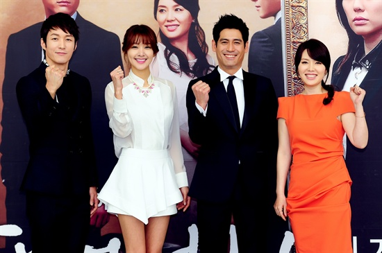 MBC 아침드라마 <잘났어 정말> 제작발표회 현장에 참여한 배우들. 왼쪽부터 심형탁, 김빈우, 이형철, 하희라.