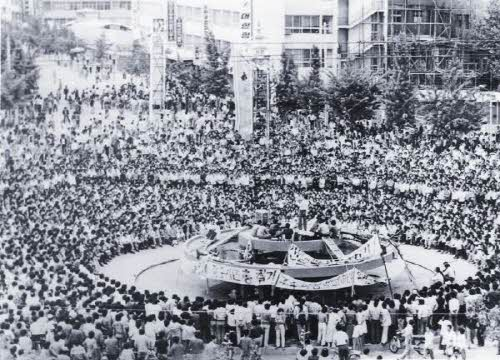 도청에 모인 시민들