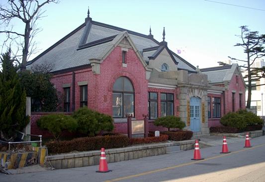 최근의 구 군산 세관. 유일하게 남은 대한제국 시절 건축물이다.