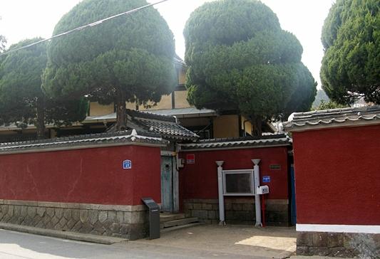 신흥동 일본식가옥. 예나 지금이나 웅장함에 위압감이 느껴진다.