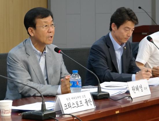 '정당혁신'을 주제로 한 혁신과 정의의 나라 4차 포럼에서 원혜영 의원이 사회를 보고 있다.