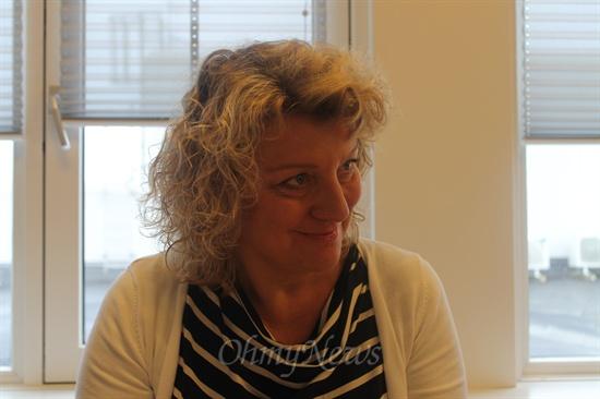 <로슈 덴마크>에서 25년째 근무 중인 인사담당 간부 린다 베스테르가드(Linda vestergaard)씨.