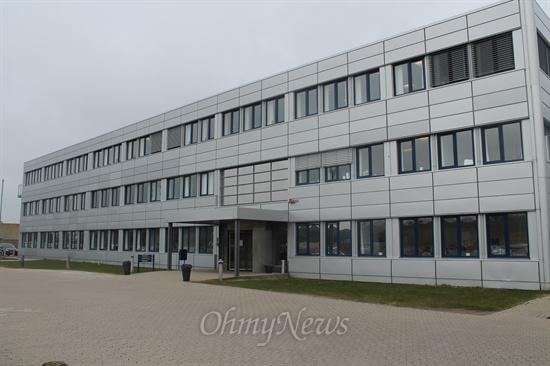 2012년 덴마크에서 가장 일하기 좋은 회사로 꼽힌 <로슈 덴마크>의 전경. 코펜하겐 외곽이 위치한 로슈는 건물모양만 보면 매우 평범한 모습이다.