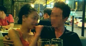 배우 한고은이 군의관 양아무개씨와 교제 중인 것으로 알려졌다. 사진은 양씨가 자신의 카카오스토리에 게재한 것.