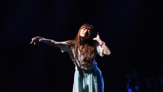 지난달 29일 열린 단독 콘서트 무대에 오른 루시아.