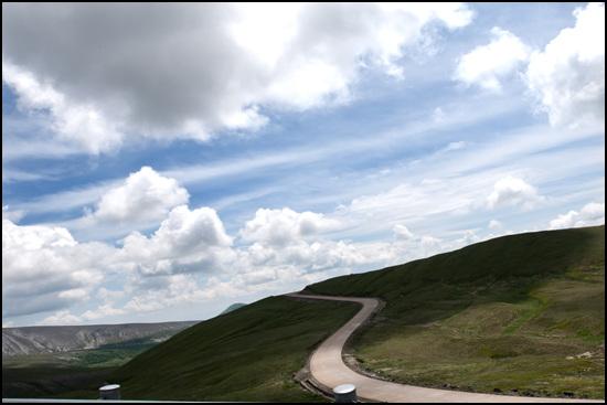 백두산 남파를 가는길 구름이 반긴다.