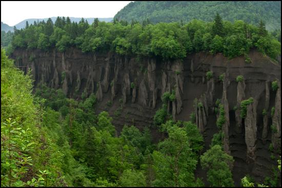 남파에서 내려오다 만난 압록강 협곡이 웅장하다.