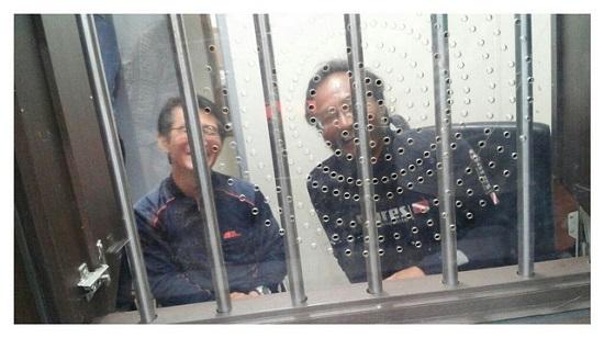 유치장에 수감되어 있는 박도현 수사와 송강호 박사 박도현 수사의 영장실질심사는 오늘 낮에. 송강호 박사는 오후 중으로 구속영장이 발부될 것이라 예측되고 있다.