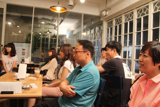 7월 2일 진행된 재미있는재단 '재미있는 사람이야기전' 13번째 주인공인 부천문화재단 김혜준 대표의 이야기를 집중해 듣고 있는 참가자들.