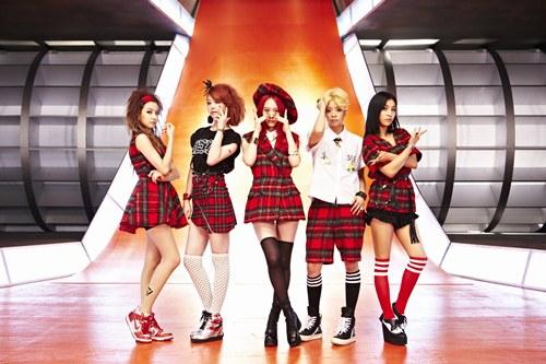 새 앨범 <핑크 테이프(Pink Tape)>를 발표한 f(x)(에프엑스).