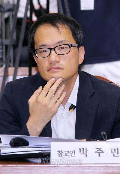 박주민 변호사가 19일 오후 국회에서 열린 국정원 댓글 의혹 사건 등의 진상규명을 위한 국정조사 청문회에 참고인으로 출석해 위원들의 질의에 답변하고 있다.