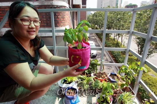 현수막으로 가방 만드는 '터치포굿'.