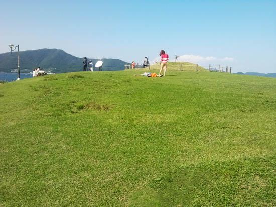 바람의 언덕 '저 푸른 초원 위에 그림 같은 집을 짓고' 다 함께 살고 싶다는 노랫말이 생각나는 바람의 언덕에 자리한 푸른 잔디밭.