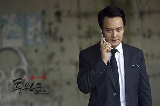 MBC 수목드라마 <투윅스>에서 장태산(이준기 분)을 쫓는 문일석(조민기 분).