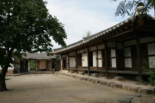 도래마을옛집. 내셔널트러스트 문화유산기금에서 복원한 시민문화유산 2호다.