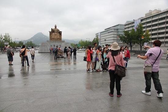 광화문 광장 중국인 단체 관광객들