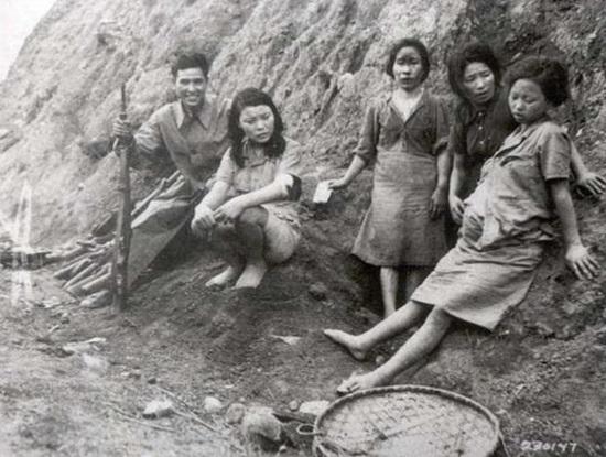 1944년 중국 윈난성에서 미군이 촬영한 일본군 조선인 위안부들 모습