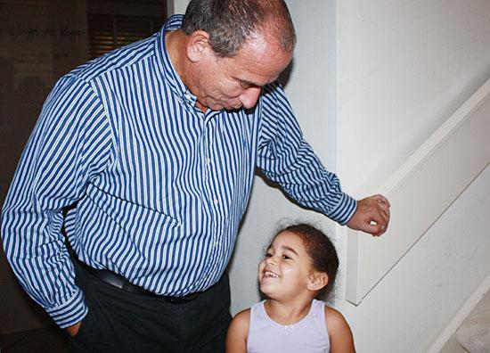 마우리스 드 혼뜨와 딸 다프너. 아빠는 딸의 교육을 고민하다가 '스티브 잡스 학교'를 만들었다.