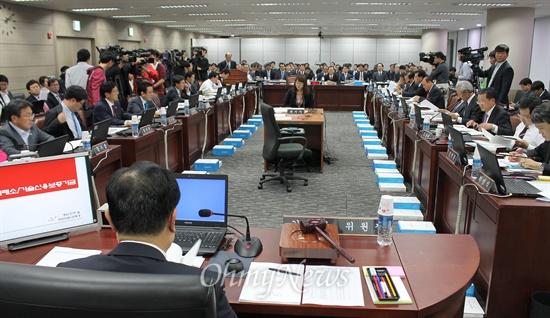 24일 오후 부산 문현동 기술보증기금에서 한국거래소와 기술보증기금에 대한 국회 정무위원회의 국정감사가 열렸다.