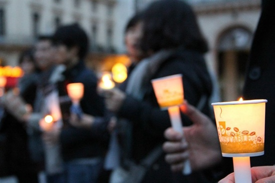 11월 3일에도 팔레 루아얄(Palais Royal) 광장에서 다시 부정선거 규탄 집회가 열렸다.