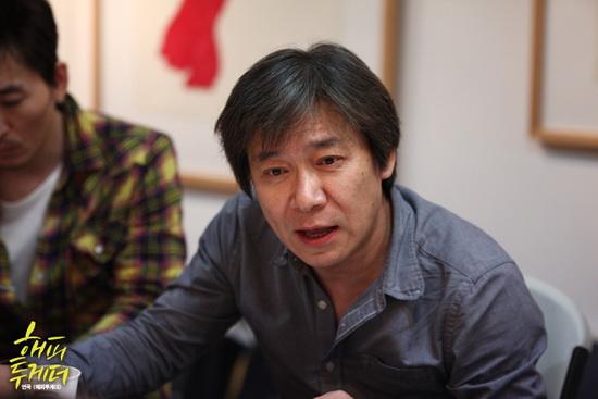 연극 <해피투게더>의 연출을 맡은 이수인