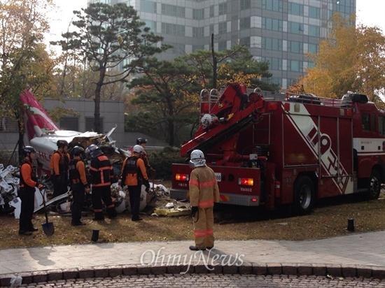 서울 삼성동 아이파크 아파트와 충돌한 헬기 잔해