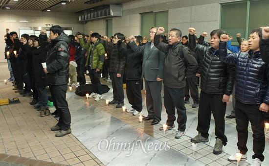 지난 29일 스스로 목숨을 끊은 한진중공업 노동자 김 아무개(52)씨를 위한 추모행사가 1일 오후 6시 부산의료원에서 열렸다.