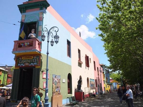 온통 색깔로 가득한 탱고의 발상지, 보카 카미니토(La Boca) 거리.