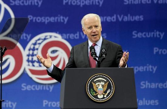12월 6일 한국을 방문한 조 바이든 미국 부통령이 서울 서대문구 연세대학교 신촌캠퍼스에서 대외 정책 관련 연설을 하고 있다.