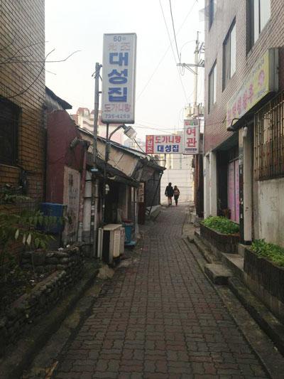 60년 원조 도가니탕 대성집 도가니탕이 주메뉴인 대성집. 해방 전부터 이 동네에서 장사를 해왔다고.