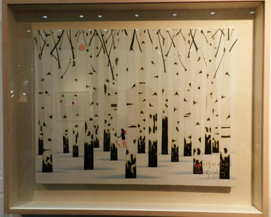이수동 화가 '겨울이 아니다' 소품 '갤러리 작' 전시작품. 자작나무를 주제로 그리는 이수동 화가의 작품. 한 점 벽에 걸어놓으면 그윽한 분위기가 될 것 같다.