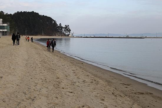연인들이 걷기에 좋은 율포해변