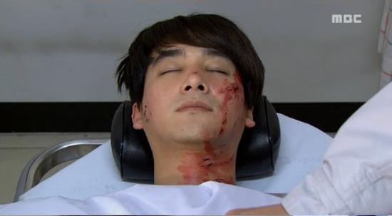 지난 17일 방송된 MBC 일일드라마 <오로라 공주>에서 황마마(오창석 분)가 교통사고로 숨을 거뒀다.