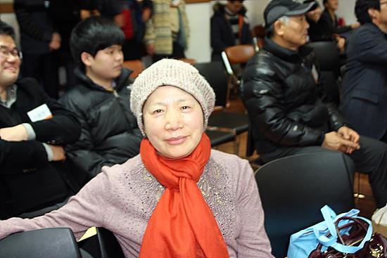 천사클럽 회원인 정미영씨가 극구 사양하다 사진 촬영에 응했다. 가치 있는 일은 서슴없이 한다고 한다