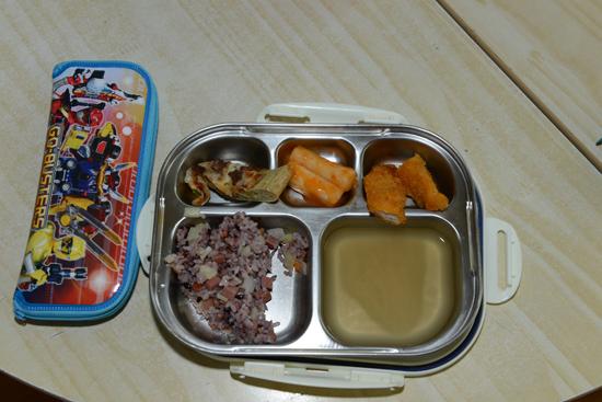 점심 크리스마스라 점심은 보통과 다르게 특별하게 차려졌다.