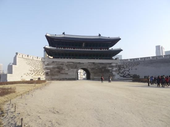 숭례문 모습 지난 5월 복구 됐으나 '부실 복구 논란'이 제기된 숭례문 모습이다.