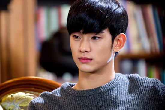 SBS 수목드라마 <별에서 온 그대>의 도민준(김수현 분).