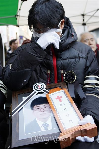 '박근혜 퇴진' 분신 이남종씨, 망월묘지에 영면