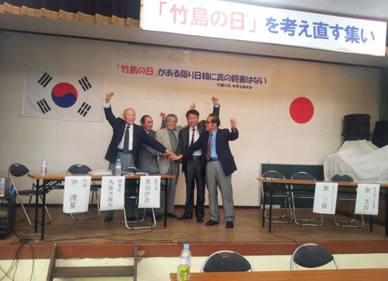 지난해 9월 29일 도쿄에서 일본 시민단체인 '다케시마의 날을 다시 생각하는 모임' 관계자들과의 만나 5개항에 합의했다.