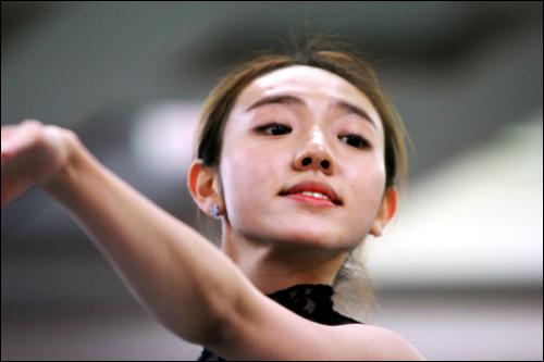 대학생 발레리나 심현희(22, 한국예술종합학교), 2013년 연말 심현희 발레리나는 UBC <호두까기인형> 주역을 맡으며 화려한 비상을 시작했다. 2014년 '마음으로 춤 추겠다'는 그녀의 꿈이 빛났다.