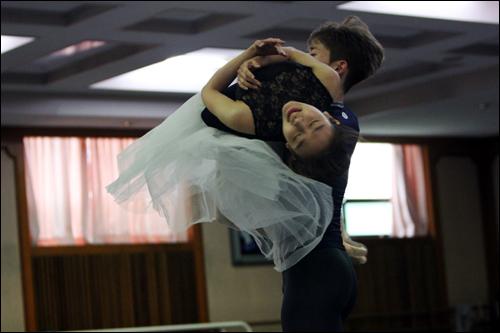 심현희 발레리나, 김태석 발레리노가 멋진 연기를 펼치고 있다