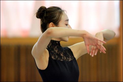마음으로 춤을 추고 싶다는 심현희, 그녀는 열띤 연습으로 연습실을 수놓았다