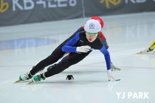 쇼트트랙의 심석희가 소치올림픽에서 금메달 획득에 도전한다. 사진은 국내 대표 선발전에서 모습