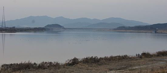 2008년 순례단이 걸었던 곳이 지금은 강물에 잠겨 호수가 돼버렸다. 2012년 12월.