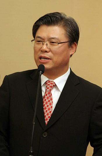 '안철수 신당' 측 이석형 전 함평군수가 23일 전남지사 출마를 공식선언하고 본격적인 선거전에 돌입했다.